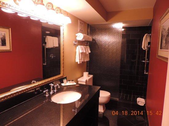 Bourbon Orleans Hotel: The bathroom