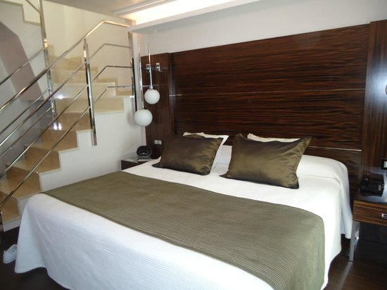 Vincci Seleccion Aleysa Hotel Boutique & Spa : Large Comfortable Bed