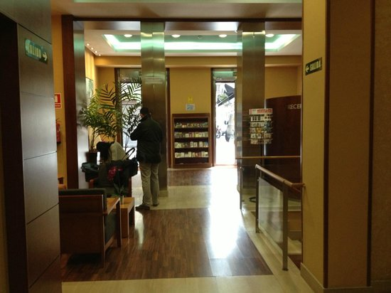 Hotel Victoria 4: Hall de entrada do hotel