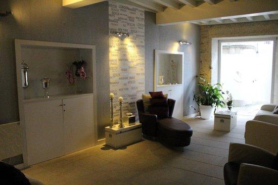 Hotel Montenegro Compostela: A sala de estar
