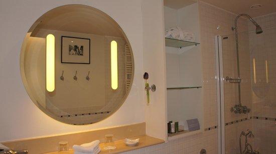 Hotel Das Triest: bathroom