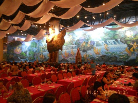 Phuket FantaSea : В ресторане