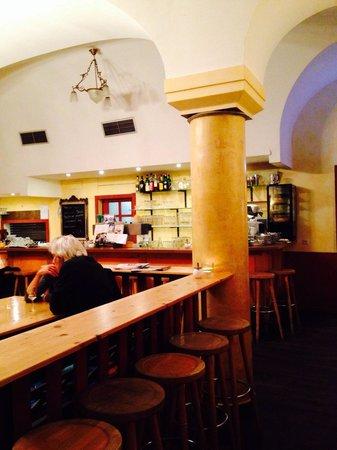 Omas Küche: Resturants bar area