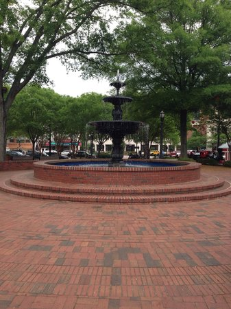 Marietta Square: Glover park fountain