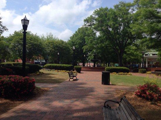 Marietta Square: Glover park