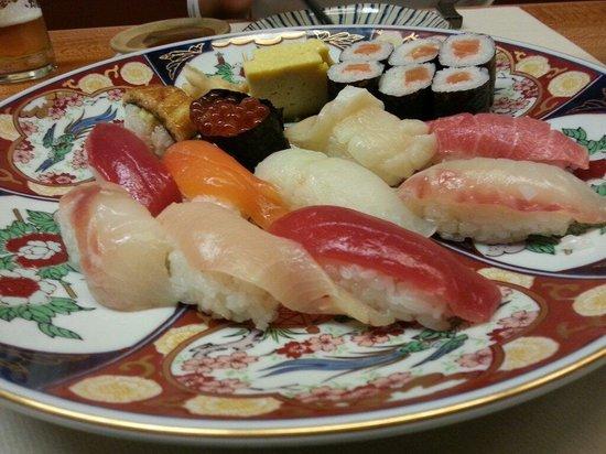 Restaurant Japonais Kiyomizu: Mixed sushis. The Unagi one was delicious