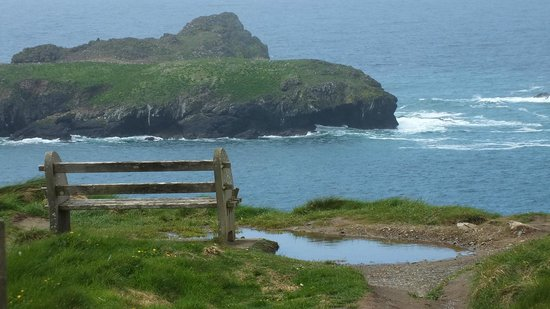 Western Discoveries Day Tours: A view of Mullion cove