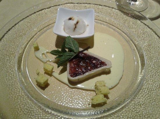 Hotel Gutenberg: Uno dei dolci più squisiti: crema di prugne in mantello di marzapane!
