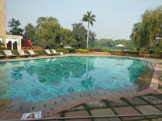 The Gateway Hotel Ganges Varanasi : The pool is absolutely lovely and refreshing in this climate