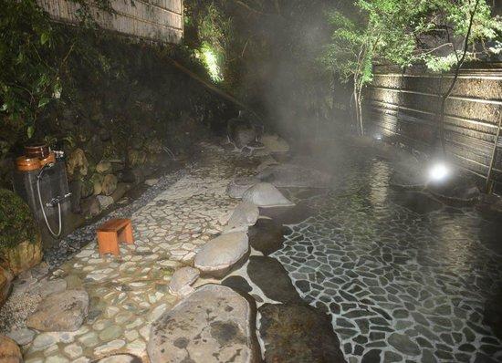 Tofuya Resort & Spa Izu: onsen at night