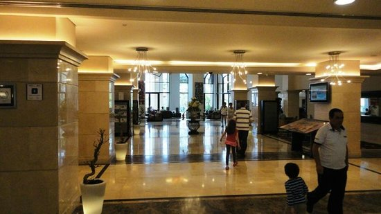 Holiday Inn Resort Dead Sea: The clean and spacious foyer