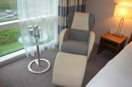 Hilton Reading : Comfortable chair and foot rest
