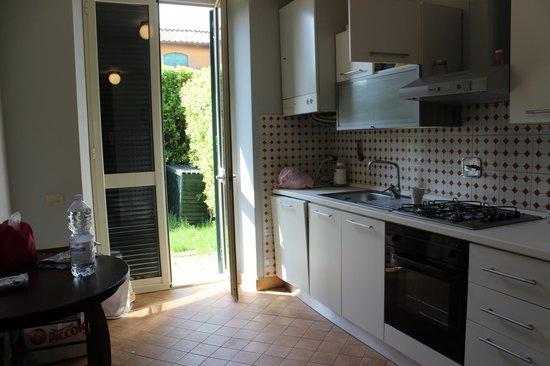Casale di Tormaggiore: Cucina con seconda entrata di servizio suite 3