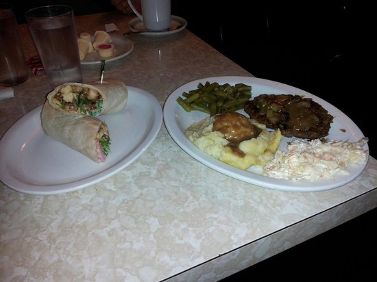 St Clair Restaurant: Lunch special (left) with soup & dinner special (right) w/extras, great food, great prices, grea