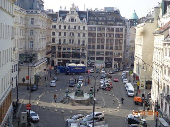 Pension Neuer Markt: Vista do quarto do Hotel