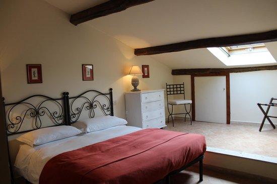 Casale di Tormaggiore: camera matrimoniale primo piano suite 3