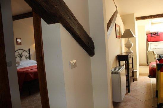 Casale di Tormaggiore: primo piano suite n 3 camera matrimoniale con bagno e studio/cameretta