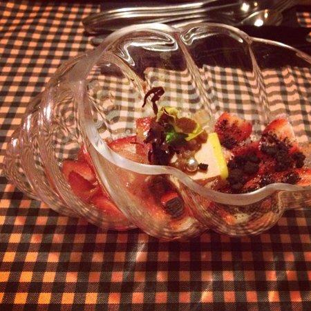 L'Home dels Nassos Tarragona: Carpaccio de maduixes amb foie i xocolate
