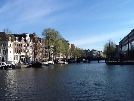 Hampshire Hotel - Eden Amsterdam: the view from the front door of Hotel