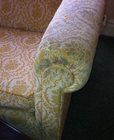 Adelphi Hotel & Spa: Sofa in upgraded room