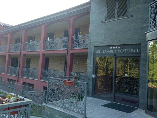 Hotel Langhe & Monferrato: Frontis del Hotel