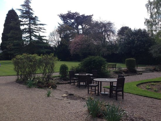 Mercure Burton Upon Trent Newton Park: Side Garden