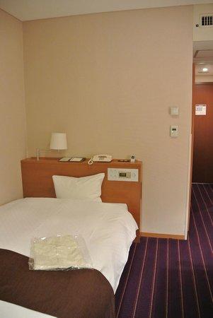 Meitetsu Grand Hotel : 部屋。寝るだけなら十分