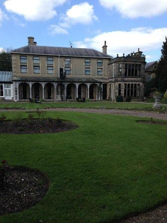 Mercure Burton Upon Trent Newton Park: Rear garden