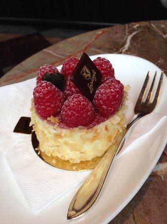 Confiserie Sprungli: Шпрюгли малиновое пирожное