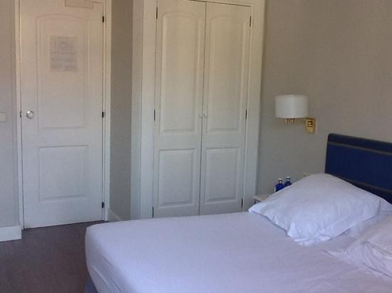 Hotel Niza: bedroom