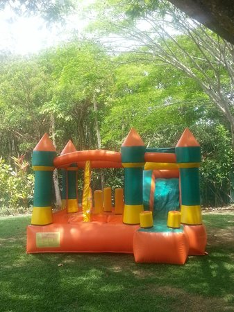 Zamora Estate Hotel : Castillo inflable para niños