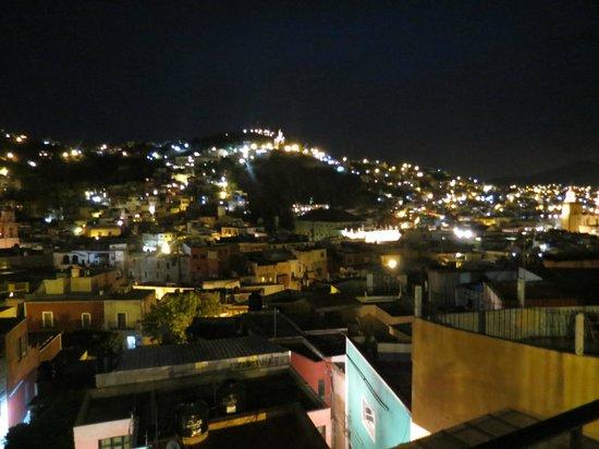 Hostal Casa Bertha: Ciudad de noche