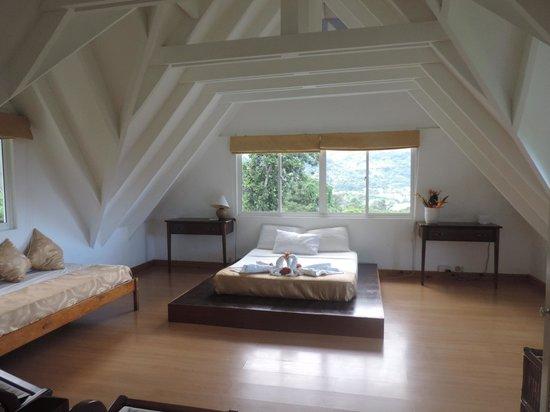 Lemongrass Lodge : camera tripla al piano superiore