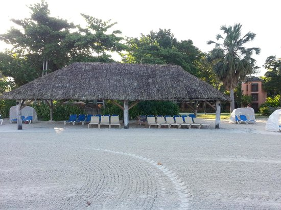 Beaches Negril Resort & Spa: nice large cabana to sit under at the beach