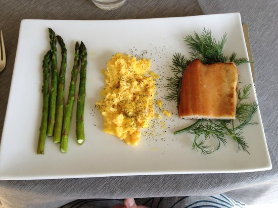 Seven Quails Vineyards Bed & Breakfast: The main breakfast course one day included French style scrambled eggs.  Wow!