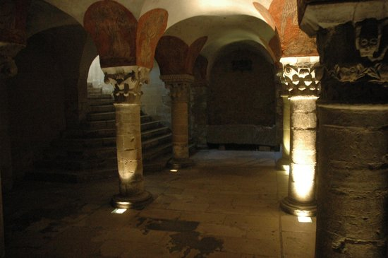 Notre Dame Cathedral: Bayeux cathedral - crypt
