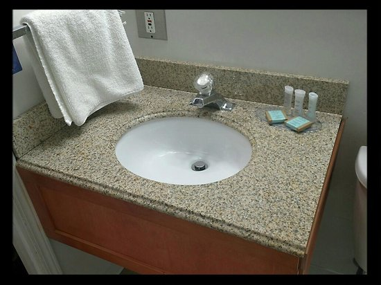 Saskatoon Thriftlodge: Granite Countertops