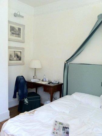 Hotel Executive Florence: Escritorio de la habitación