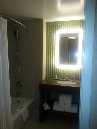 The Westin San Diego Gaslamp Quarter: Bathroom View