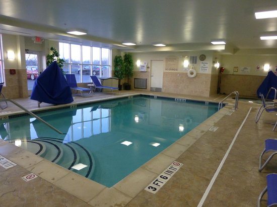 Holiday Inn Express & Suites Auburn Hills: Indoor Pool