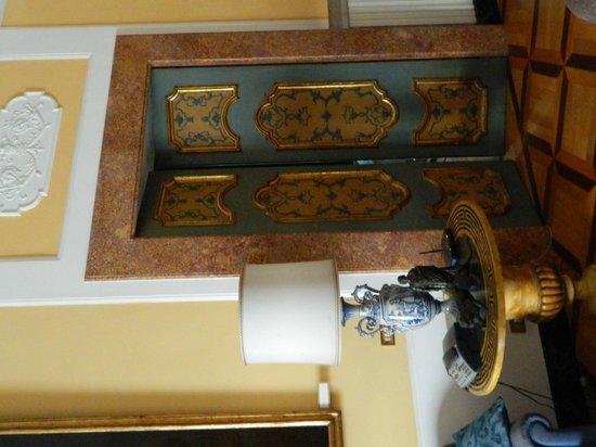 Villa San Gennariello b&b : porta decorata
