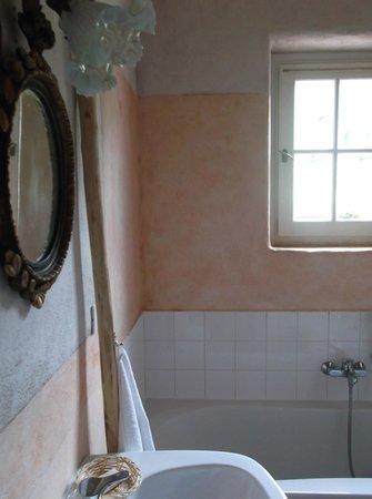 Agriturismo Il Filo Di Paglia : lo specchio antico nel bagno di argilla