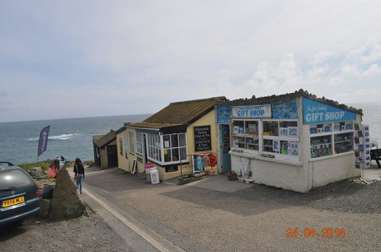 Parkdean - Mullion Holiday Park: lizzard point cafe and shop