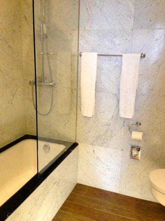 Hotel Heritage - Relais & Chateaux : Spacious Bath