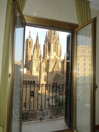 Colón Hotel: View of Barcelona Cathedral from our room