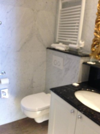 Hotel Heritage - Relais & Chateaux : Very good storage under sink
