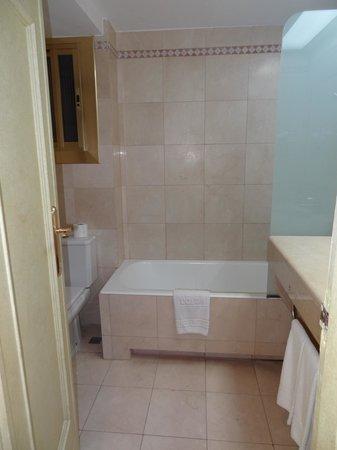 Colon Hotel: Bathroom