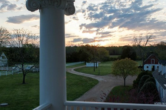 Inn at Warner Hall: Sunrise from the upper Patio