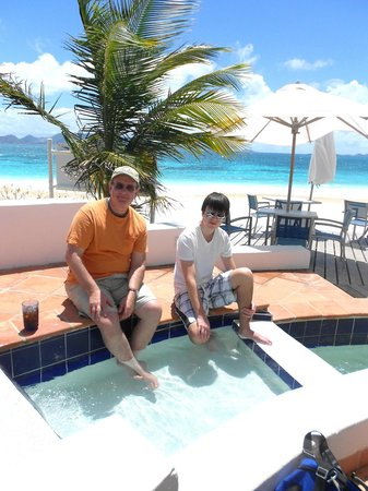 Rendezvous Bay Beach : Relaxing at Cuisinart Resort
