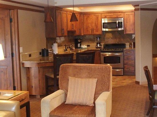 Sedona Summit Resort: Lounge/kitchen area